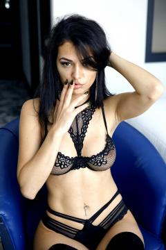 Bella Romanian Escort